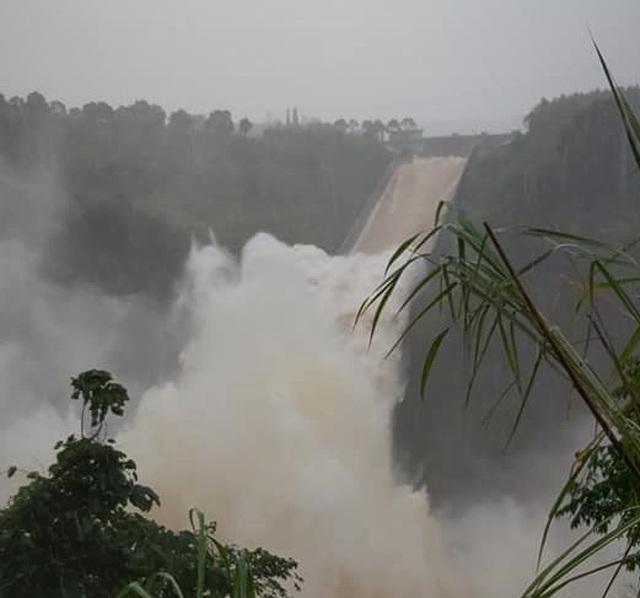 Thủy điện xả lũ, nước sông đang lên, nguy cơ lụt chồng lụt - 2