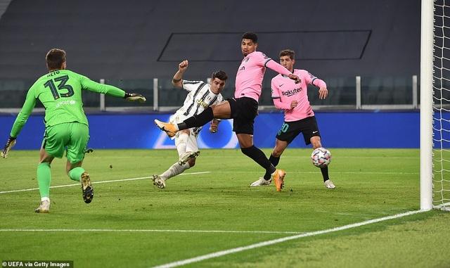 Juventus 0-2 Barcelona: Messi, Dembele tỏa sáng - 4