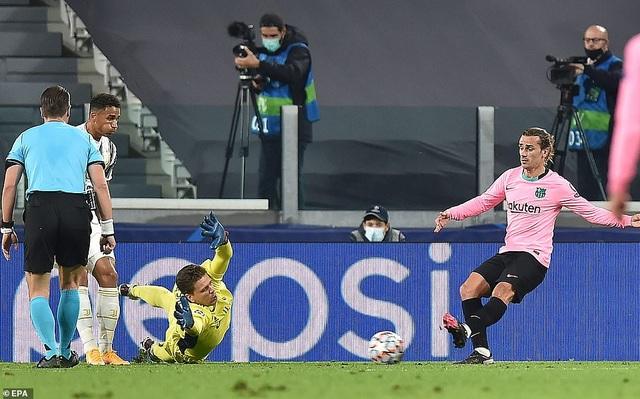Juventus 0-2 Barcelona: Messi, Dembele tỏa sáng - 3