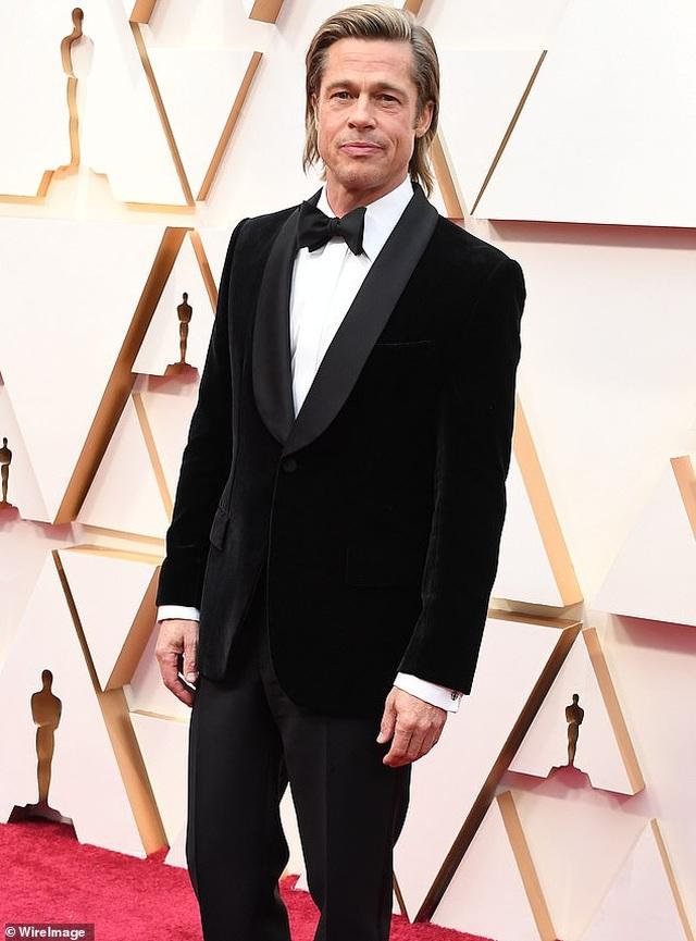 Brad Pitt chia tay bạn gái 9X - 7