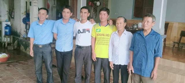 """Người phụ hồ """"xẻ"""" dòng nước lũ cứu 3 người gặp nạn trên sông Lam - 2"""
