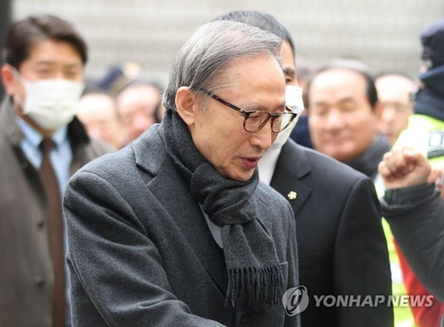 Cựu Tổng thống Hàn Quốc  Lee Myung-bak lĩnh án tù 17 năm - 1