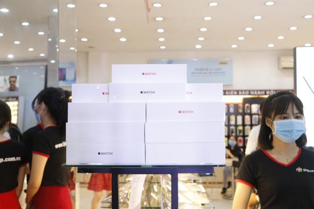 Vừa mở bán, Apple Watch S6 và SE đã giảm giá tại Việt Nam - 1
