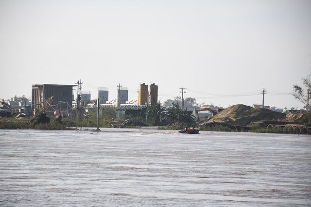 Cảnh cáo nhà thầu để 38 công nhân hoảng loạn kêu cứu trong bão lũ - 1