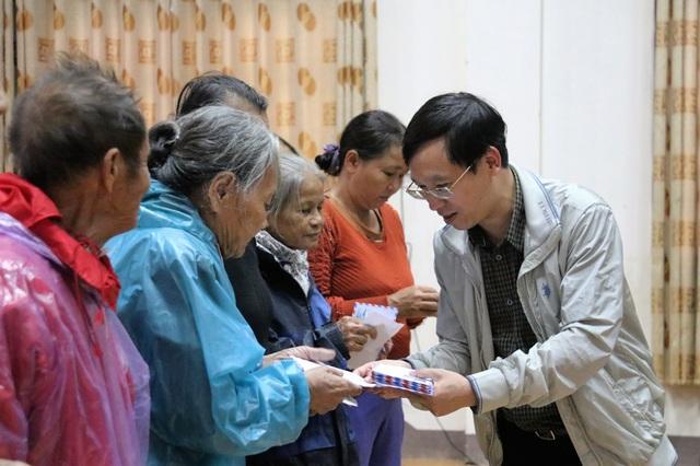 Bạn đọc Dân trí giúp đỡ người dân Hà Tĩnh bị lũ lụt 400 triệu đồng - 5