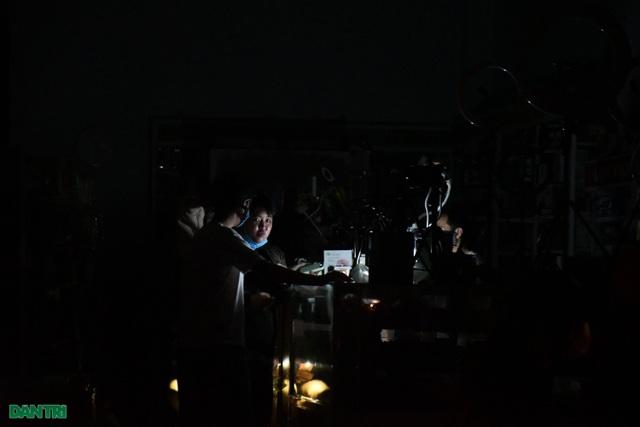 Quảng Ngãi: Hàng ngàn hộ dân với cuộc sống không ánh đèn điện - 8