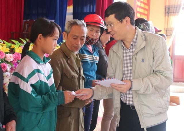 Bạn đọc Dân trí giúp đỡ người dân Hà Tĩnh bị lũ lụt 400 triệu đồng - 6
