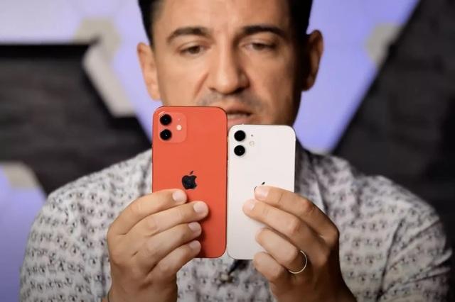 """iPhone 12 mini lần đầu lộ video thực tế: Kích thước """"tí hon"""" đến ngỡ ngàng - 2"""