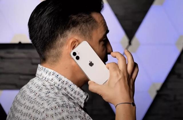 """iPhone 12 mini lần đầu lộ video thực tế: Kích thước """"tí hon"""" đến ngỡ ngàng - 3"""