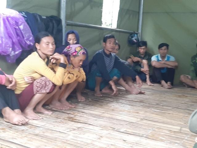 Nguy cơ sạt lở, huyện biên giới Việt - Lào sơ tán gấp hàng trăm người dân  - 10