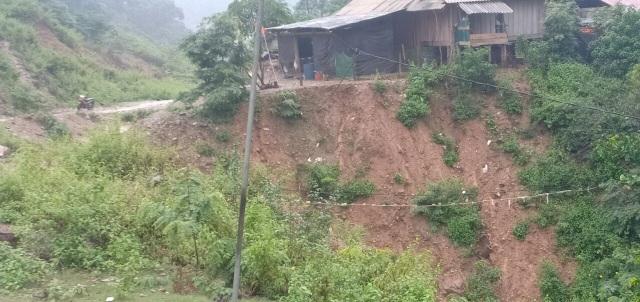 Nguy cơ sạt lở, huyện biên giới Việt - Lào sơ tán gấp hàng trăm người dân  - 4