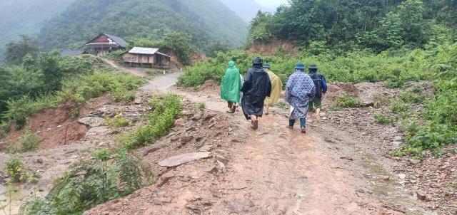 Nguy cơ sạt lở, huyện biên giới Việt - Lào sơ tán gấp hàng trăm người dân  - 3