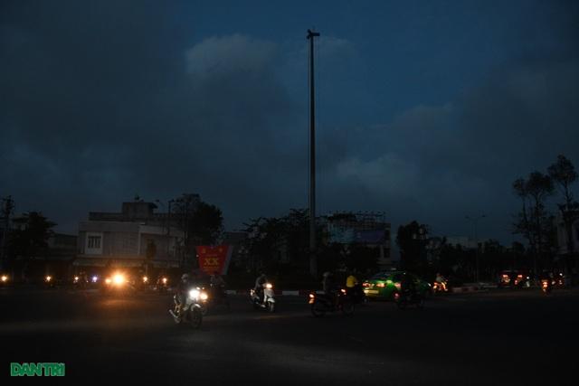 Quảng Ngãi: Hàng ngàn hộ dân với cuộc sống không ánh đèn điện - 1