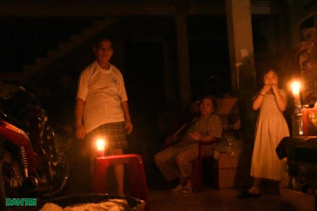 Quảng Ngãi: Hàng ngàn hộ dân với cuộc sống không ánh đèn điện - 4