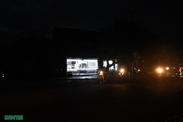 Quảng Ngãi: Hàng ngàn hộ dân với cuộc sống không ánh đèn điện - 6
