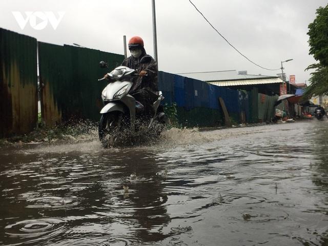 Đi xe máy mùa mưa bão cần lưu ý điều gì? - 2