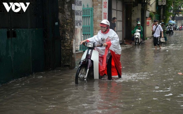 Đi xe máy mùa mưa bão cần lưu ý điều gì? - 4