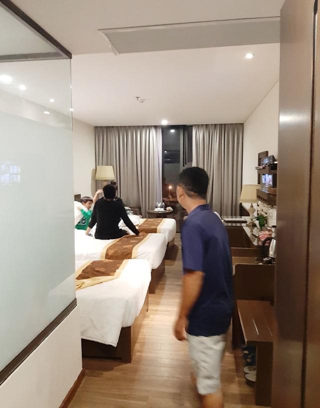 Người Đà Nẵng tất bật đón tiếp, nấu cơm cho hàng trăm bà con trú bão - 6