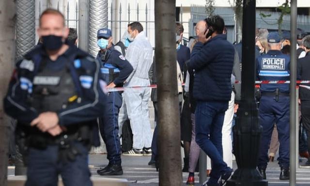 Đâm dao tại nhà thờ ở Pháp, 3 người chết - 1