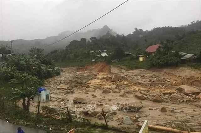 11 người bị núi vùi lấp ở huyện Phước Sơn, đã tìm thấy 5 thi thể - 2