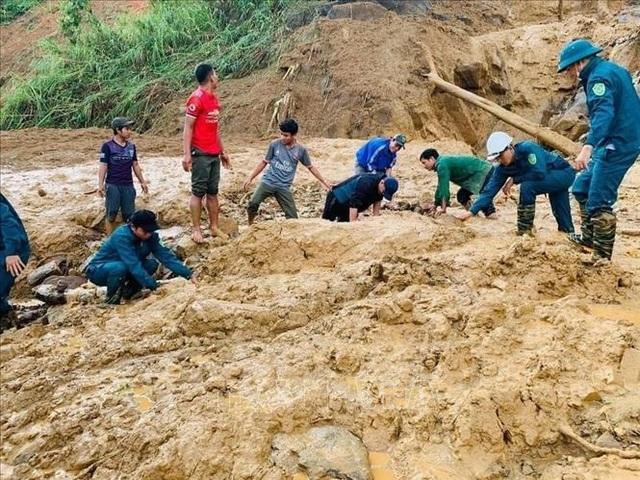 11 người bị núi vùi lấp ở huyện Phước Sơn, đã tìm thấy 5 thi thể - 1