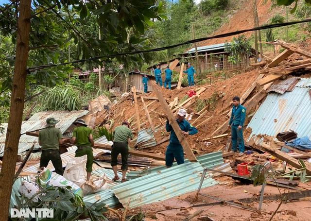 Băng rừng, vượt 20 điểm sạt lở để cứu hộ nạn nhân bị vùi lấp ở Trà Vân - 2
