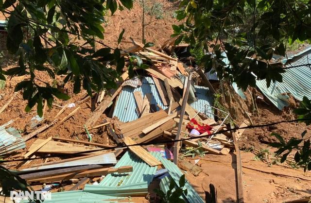Băng rừng, vượt 20 điểm sạt lở để cứu hộ nạn nhân bị vùi lấp ở Trà Vân - 1