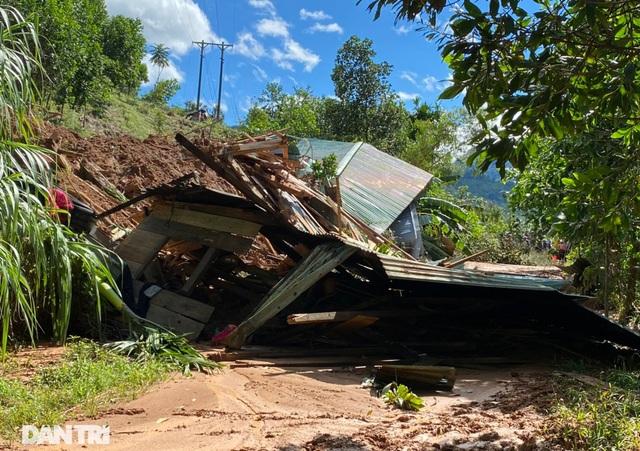 Băng rừng, vượt 20 điểm sạt lở để cứu hộ nạn nhân bị vùi lấp ở Trà Vân - 4