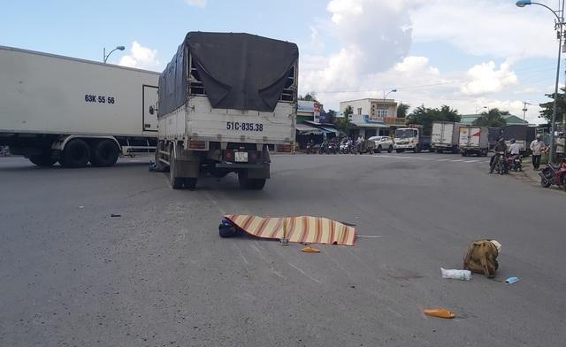 Ô tô tải tông xe máy, 2 người tử vong - 1