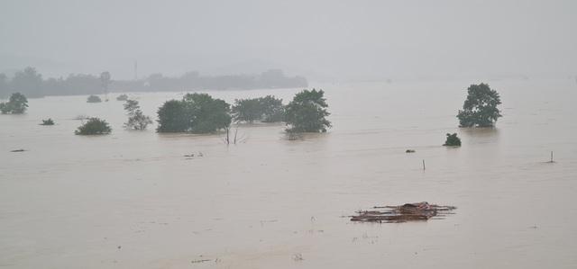 Nước sông Lam dâng cao đêm nay nguy cơ nhấn chìm hàng ngàn hộ dân ngoài đê - 1