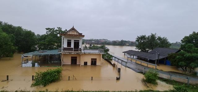 Nước sông Lam dâng cao đêm nay nguy cơ nhấn chìm hàng ngàn hộ dân ngoài đê - 4
