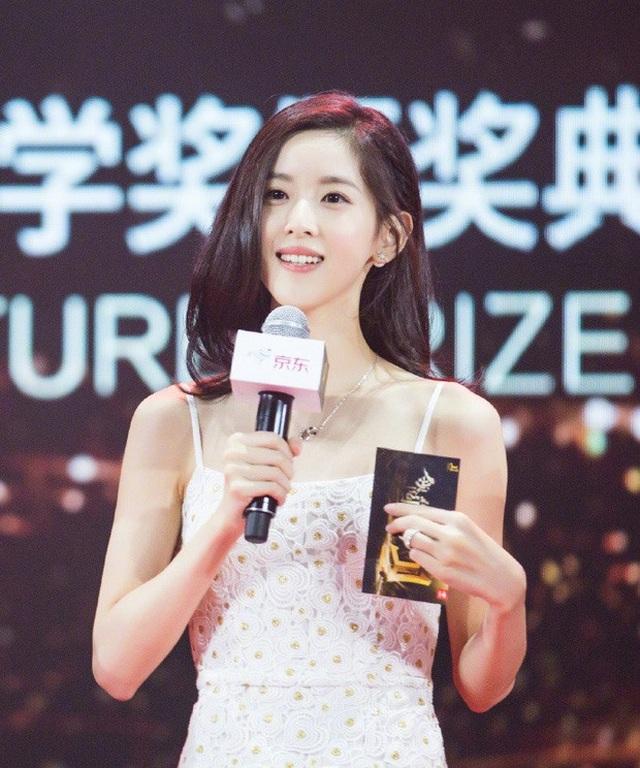 Con đường học vấn đáng nể của nữ tỷ phú trẻ nhất Trung Quốc - 1