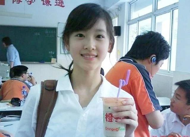 Con đường học vấn đáng nể của nữ tỷ phú trẻ nhất Trung Quốc - 3
