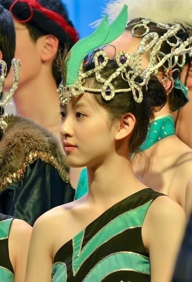 Con đường học vấn đáng nể của nữ tỷ phú trẻ nhất Trung Quốc - 7
