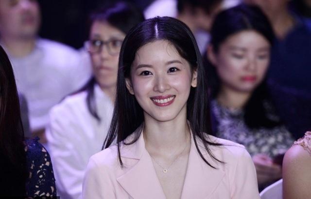 Con đường học vấn đáng nể của nữ tỷ phú trẻ nhất Trung Quốc - 11