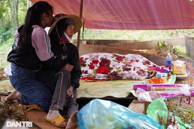 Hình ảnh hàng trăm người lật tung đất đá, tìm người mất tích tại Trà Leng - 14