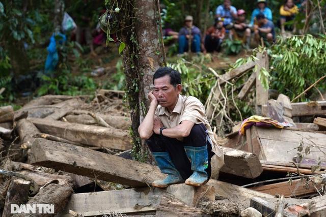 Hình ảnh hàng trăm người lật tung đất đá, tìm người mất tích tại Trà Leng - 9