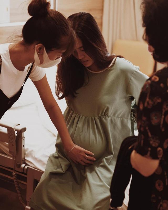 Đông Nhi chia sẻ khoảnh khắc Ông Cao Thắng căng thẳng, lo lắng chờ vợ sinh - 7