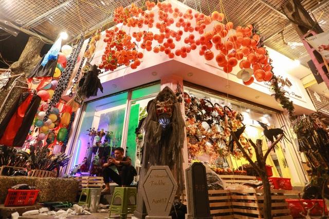 Loạt ma quỷ kinh dị tràn xuống phố hóa trang ở Hà Nội dịp Halloween - 5