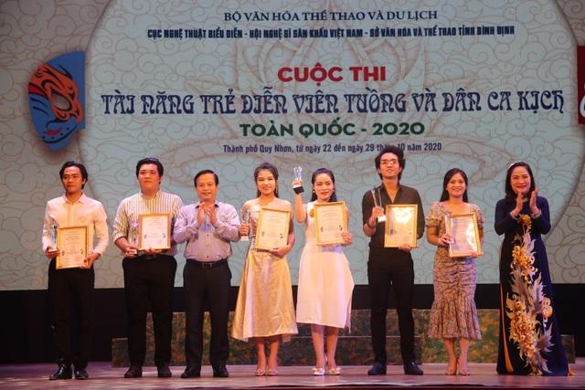 Trao 20 huy chương cho các tài năng trẻ diễn viên tuồng và dân ca kịch - 3