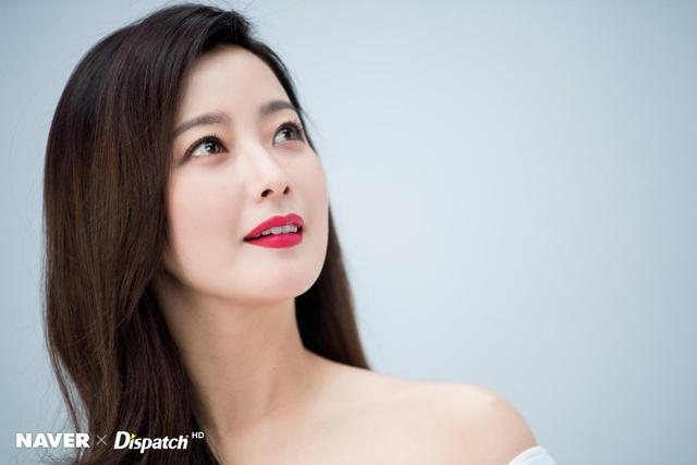 Kim Hee Sun - Mỹ nhân nhận mình đẹp hơn Song Hye Kyo, Kim Tae Hee - 6