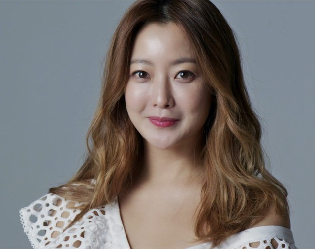Kim Hee Sun - Mỹ nhân nhận mình đẹp hơn Song Hye Kyo, Kim Tae Hee - 24