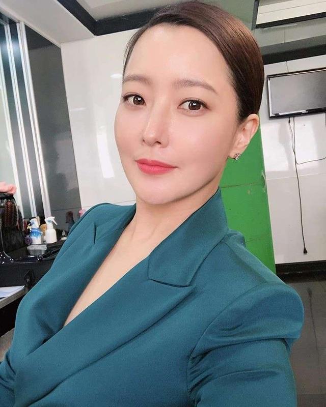 Kim Hee Sun - Mỹ nhân nhận mình đẹp hơn Song Hye Kyo, Kim Tae Hee - 25