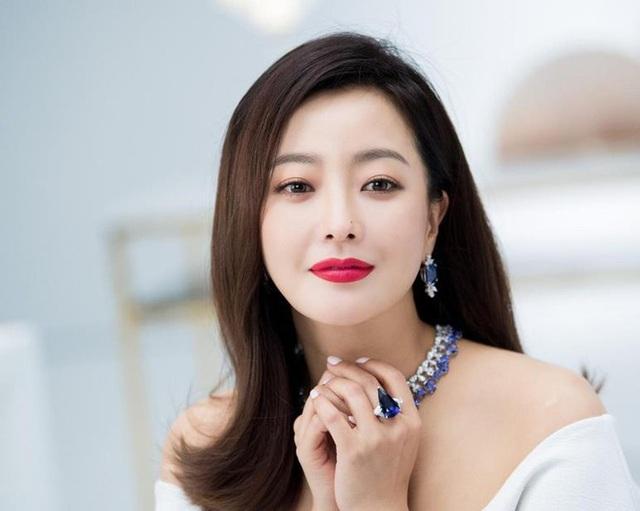 Kim Hee Sun - Mỹ nhân nhận mình đẹp hơn Song Hye Kyo, Kim Tae Hee - 21