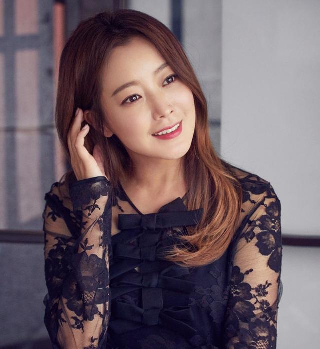 Kim Hee Sun - Mỹ nhân nhận mình đẹp hơn Song Hye Kyo, Kim Tae Hee - 4