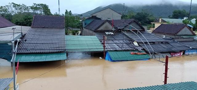 Toàn cảnh vùng rốn lũ huyện nghèo Thanh Chương nhìn từ Flycam - 1