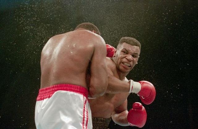 Mike Tyson: Chỉ có phụ nữ mới đánh nhau trong 2 phút - 1