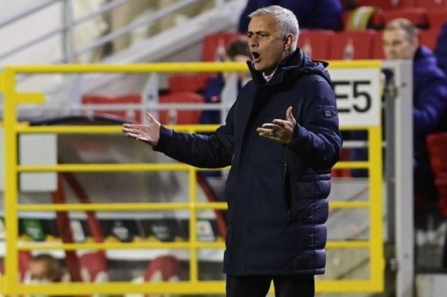 HLV Mourinho nói gì sau trận thua sốc của Tottenham? - 1