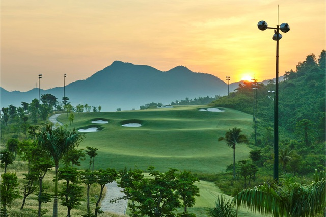 """Sân golf Bà Nà là  """"Sân Golf tốt nhất châu Á"""" - 3"""