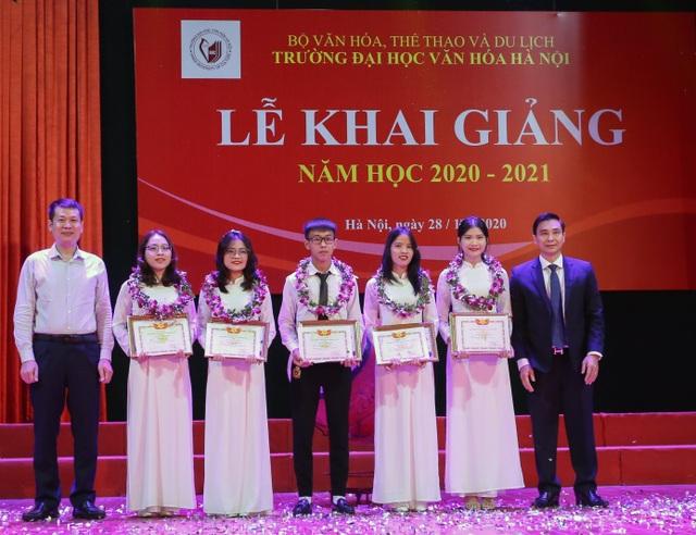 Bộ trưởng Nguyễn Ngọc Thiện đánh trống khai giảng tại ĐH Văn hoá Hà Nội - 2